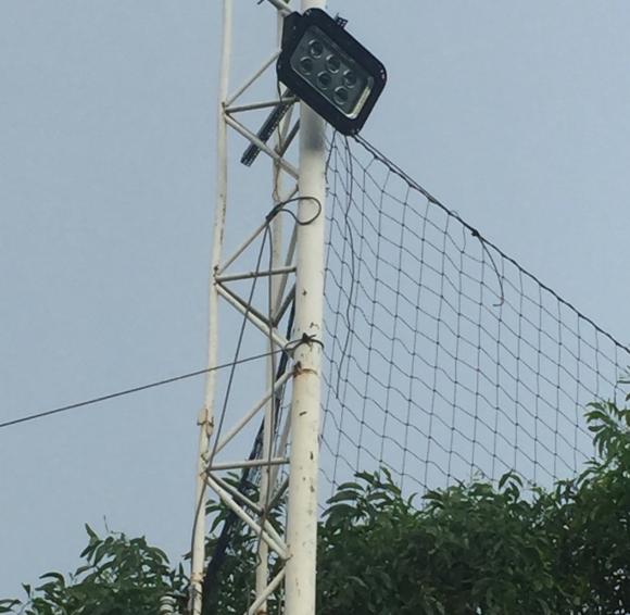 lắp đèn cao áp cho sân bóng đá