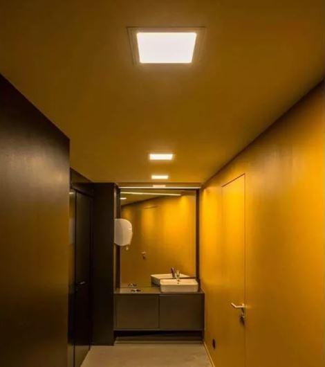 chiếu sáng cửa ra vào phòng tắm
